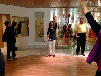Foto Qigong-Stunde im Zentrum für präventive chinesische Medizin e.V., auch sehr hilfreich in der Menopause