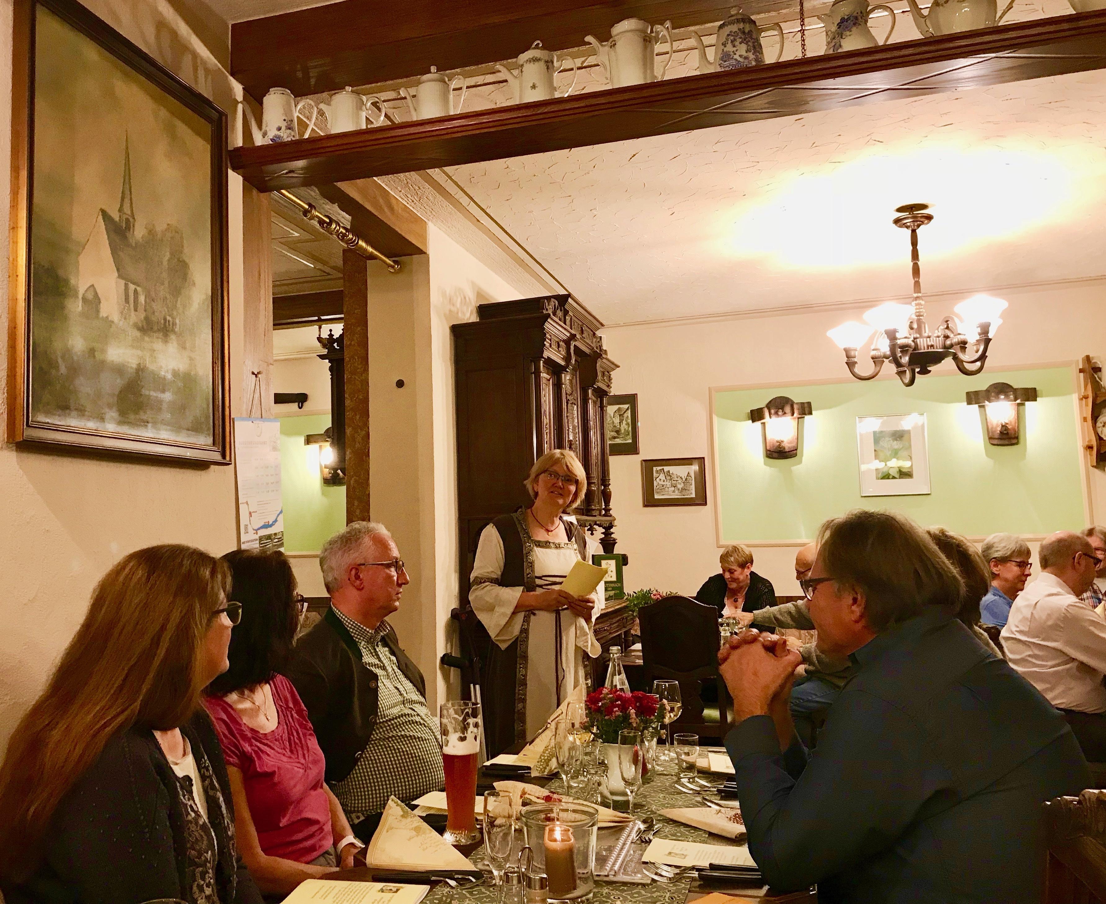 Dr. Kleinhenz erzählt aus dem Leben der berühmten Hildegard von Bingen
